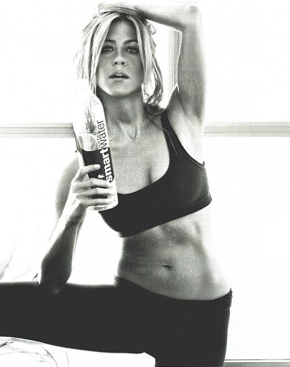 jennifer aniston, smart water ad, abs, workout, entertainment, celebrities, beauty